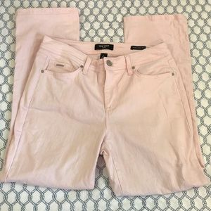 Nine West, Light  Pink Capris, Size 6, inseam 26in
